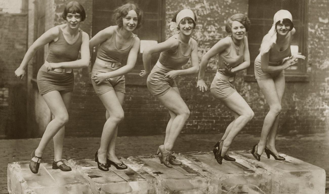 Female dancers performing the Charleston, 1926. Credit: ©Scherl / Sueddeutsche Zeitung Photo / The Image Works